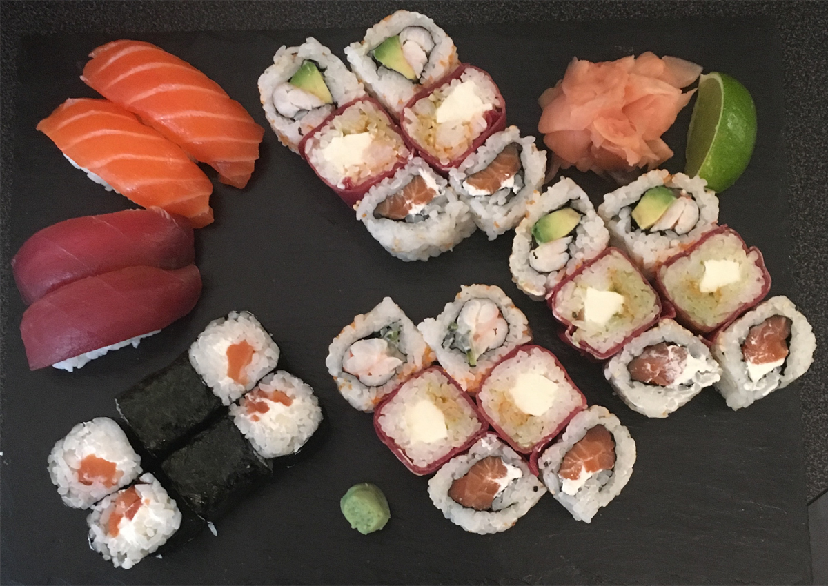 Assortiment sushi, maki, roma et California